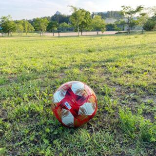 アディダスのボール